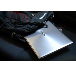 Pc Portable Ultrabook ASUS ZENBOOK 2015 UX303LNB 5éme Génération Core i7-5500U 2,4Ghz Turbo 3Ghz - 8G - 256G SSD - Ecran 13.3 FULLHD - NVIDIA GeForce 840M 2G - Clavier Azerty retro - Recovery Windows 8 - Etat comme neuf + Housse Originale ASUS